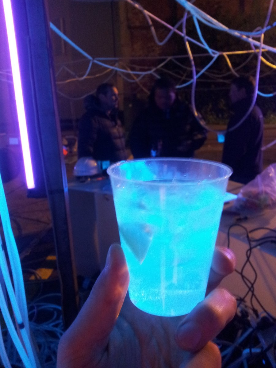 Gin and tonic uv
