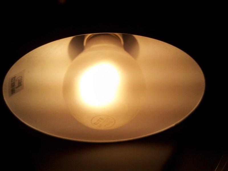 018 controlling a 240vac light bulb