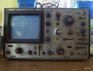 Old-skurl oscilloscope.