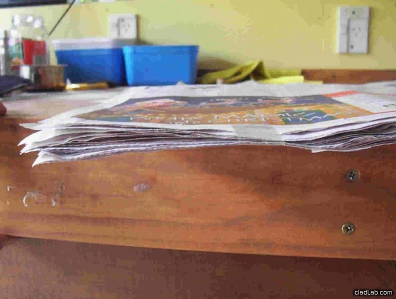 The layers of newspaper used to make a polumna.